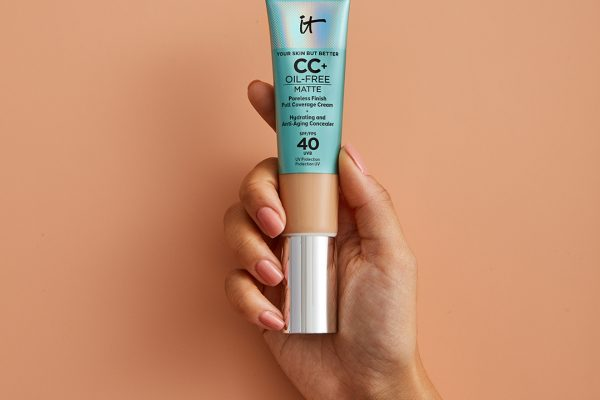 191204_itcosmetics_CCcream_Shot8C_004_MAIN_Global_r2_1080x1080
