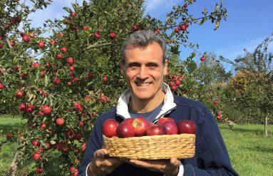 Simon with apples