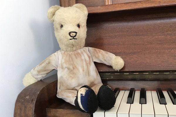 Teddy & piano 1